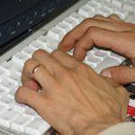 manos_ordenador
